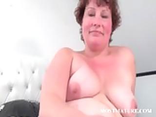 older babe masturbates her fur pie in couch
