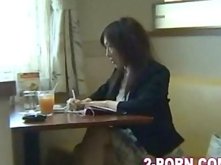 mother i in restaurant and drilled outside in car
