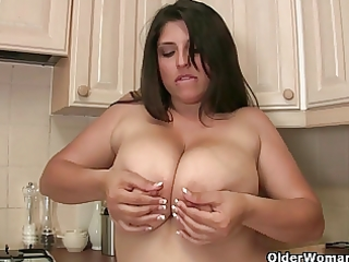 older big beautiful woman kerry shows off her