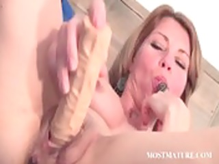 aged honey dildoes her slit in ottoman
