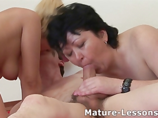 Fat mature enjoys a threesome and gets covered
