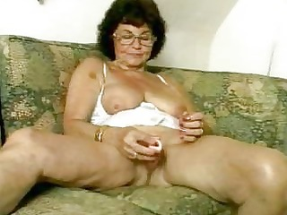 filthy granny dildoing her old cunt