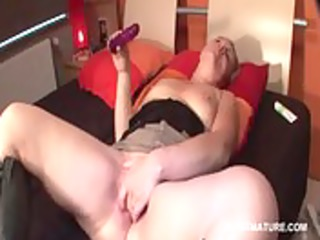 excited mature sextoy fucking her starving snatch