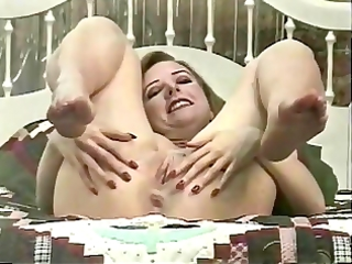 aged doxy disrobes to show off her nice wazoo