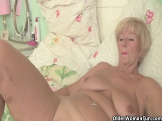 Plump granny acquires her old bawdy cleft