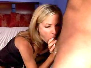 sexy d like to fuck likes getting her a-hole