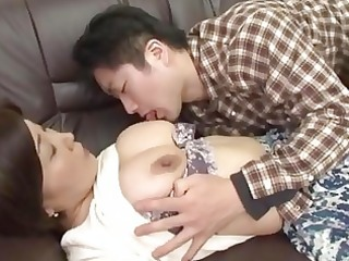japanese-mature-thumbs-sex-with-mami