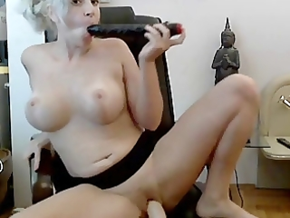older toying herself on livecam
