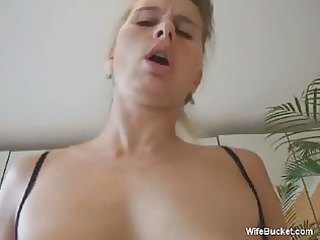 wife in hot lingerie receives a creampie