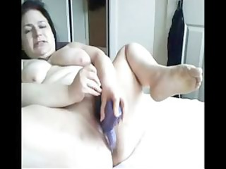 Plumper brunette mom toys her fat snatch on her