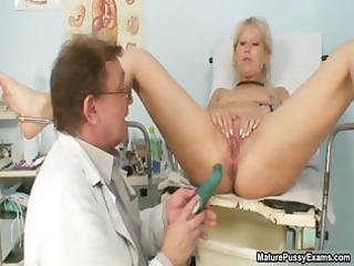indecent older mommy showing her trickling part6