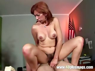 mature mom got shaggy pussy cleaned