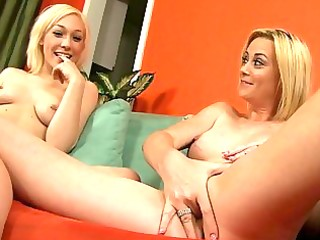 hot show from hawt mama and her blond daughter