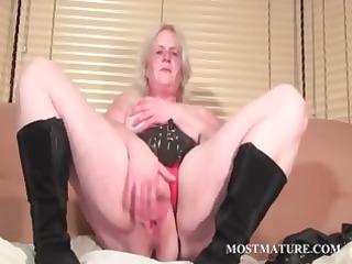 solo scene with aged rubbing vagina