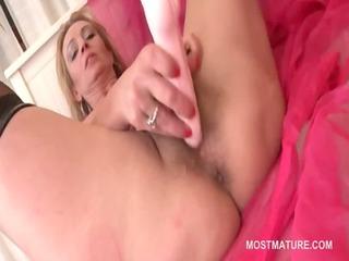 Pussy masturbation with mature sensual babe